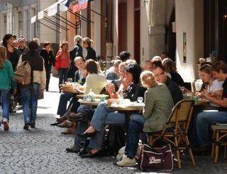 Beispiel: Straßentische, Foto: Orphée.