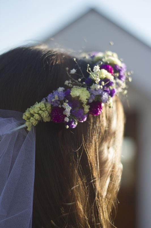 Coroa de flores naturais c/véu