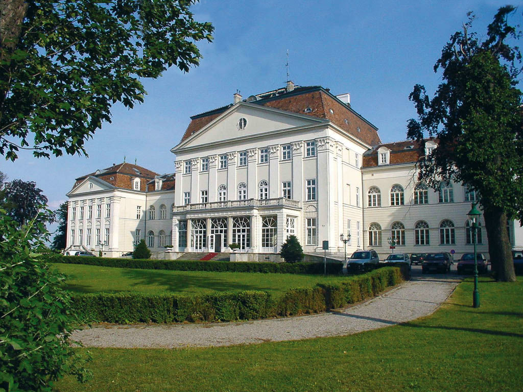 Beispiel: Hotel und Park, Foto: Austria Trend Hotel Schloss Wilhelminenberg.