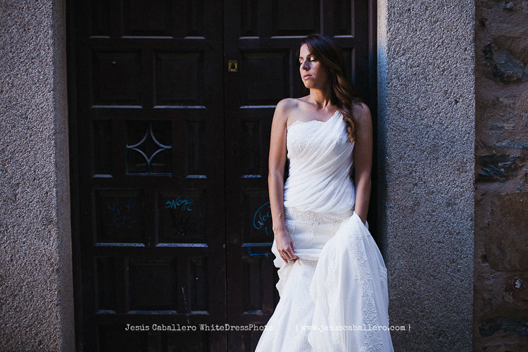 White Dress Photo, by Jesús Caballero