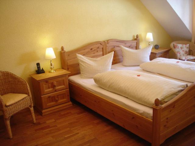 Beispiel: Hotelzimmer, Foto: Hotel-Restaurant Zum Fröhlichen Landmann.