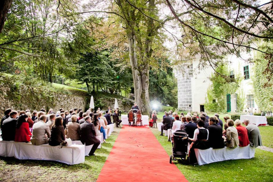 Hochzeit in Schloss Ernegg. Beispiel: Eindrücke von der Trauungszeremonie, Foto: myshoot.