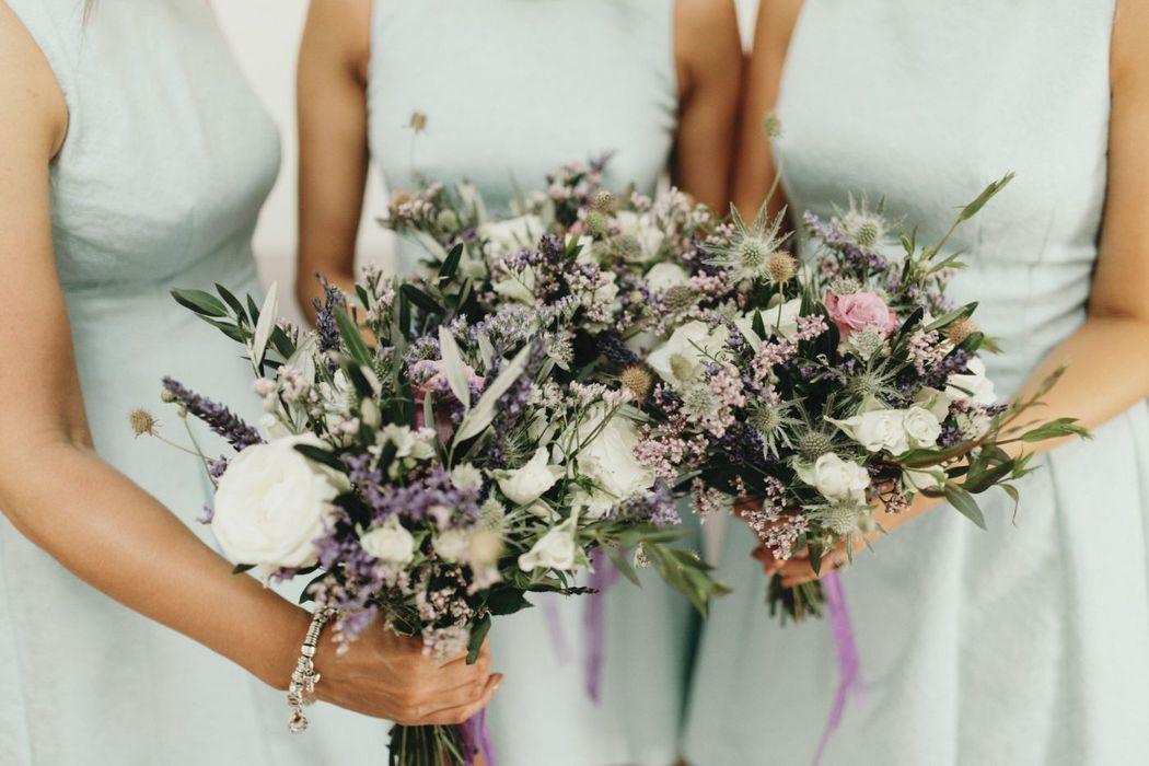 Bouquet de demoiselle d'honneur.  Création florale Les Fées Nature