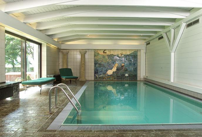 Beispiel: Schwimmbad, Foto: Chiemgauhof.
