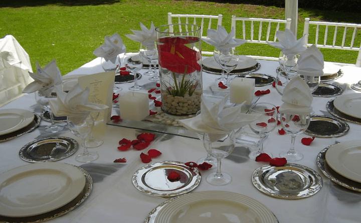 Colores y montajes originales para bodas al aire libre - Foto Banquetes Versalles