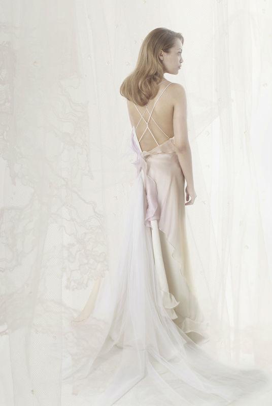 Beaumenay Joannet paris - robe de mariée dos nu graphique, et traine de tulle