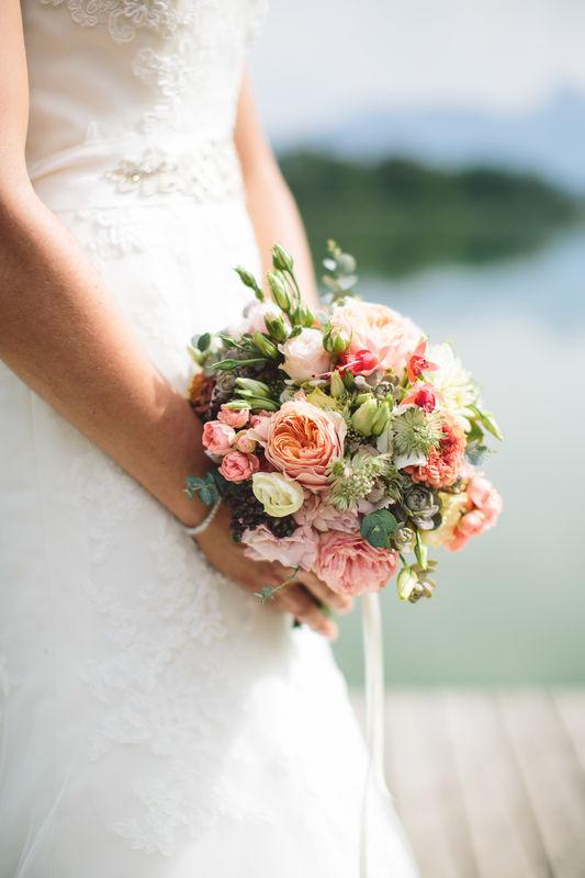 Brautstrauss Englische Rosen und zarte Blüten (Foto: Paul liebt Paula)