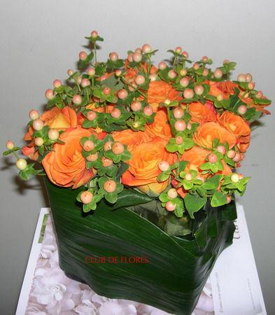 Colorido centro floral para bodas