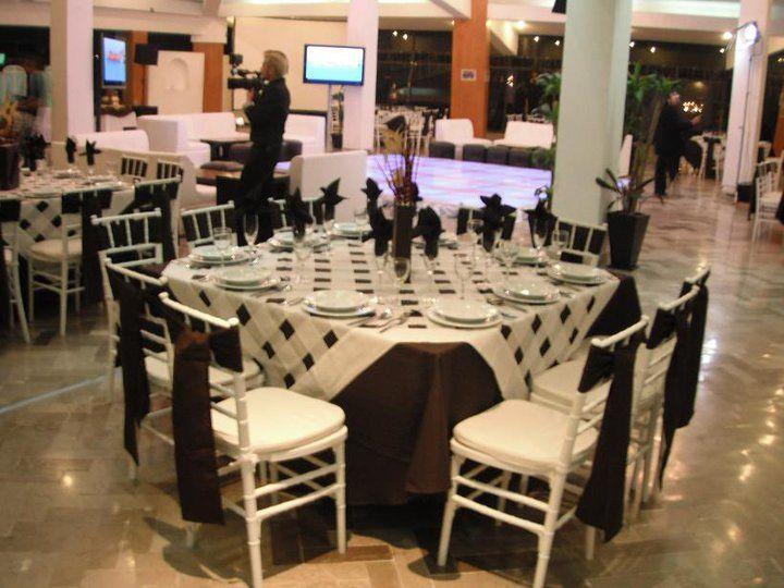 Mantelería, cristalería y vajilla de calidad - Foto Banquetes Extelarys