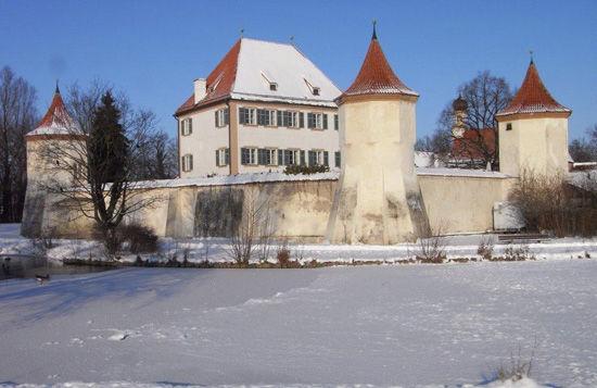 Beispiel: Außenansicht Winter, Foto: Schloss Blutenburg.