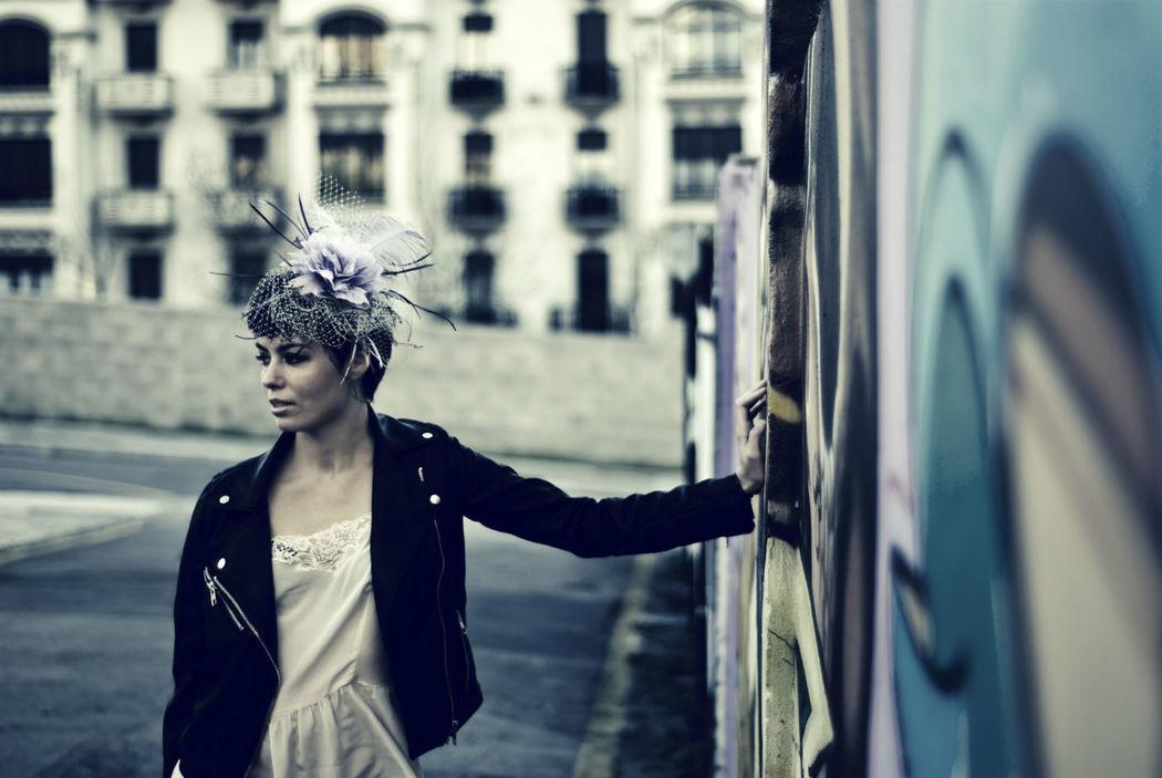 Estilo romántico...Con chupa de cuero! Fotografia-Alberto Castanedo Modelo-Carmen Agudo.