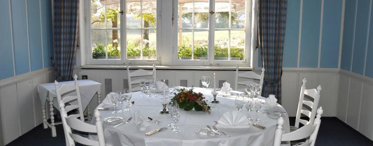 Beispiel: Tischdekoration, Foto: Relexa Waldhotel Schatten.