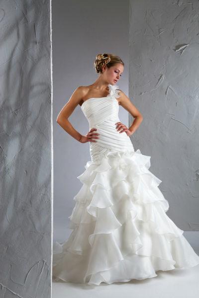 Beispiel: Brautkleid im Meerjungfrauen-Stil, Foto: Steinecker.