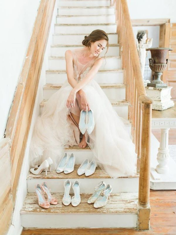 Vários sapatos de noiva