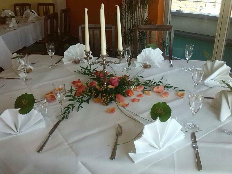 Beispiel: Dekoration für Ihren Hochzeitstisch, Foto: Blumenstube Babelsberg.
