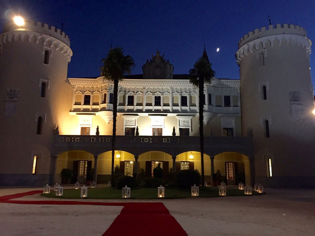 Fachada del Castillo de noche