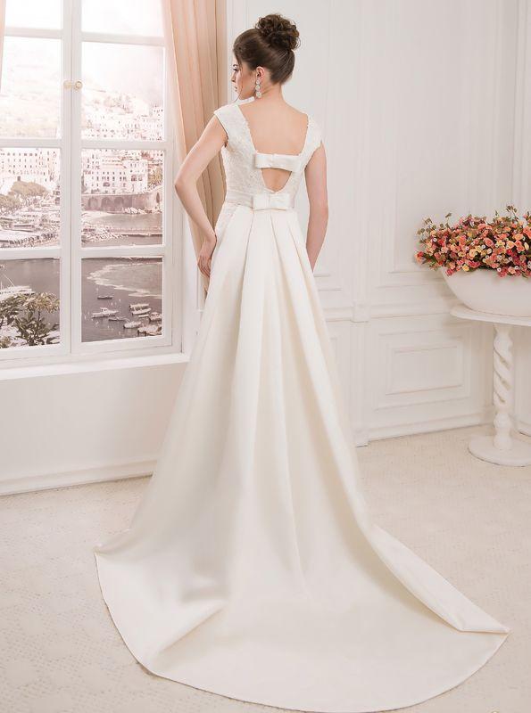 Robe de mariée avec traine amovible. A découvrir dans notre boutique de mariée de Versailles 78