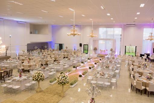 Casamento com os convidados na mesa