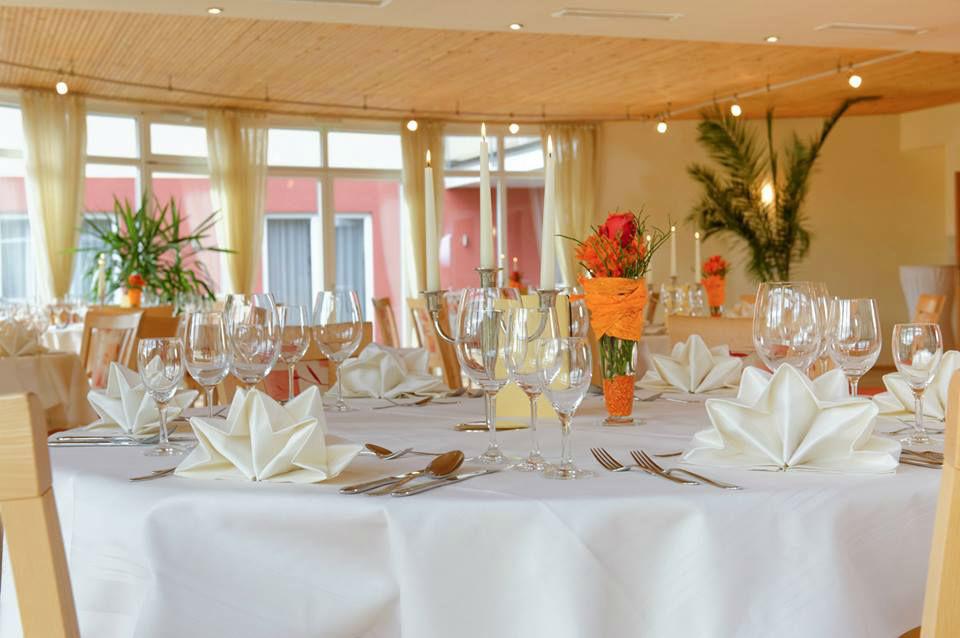 Beispiel: Bankett - runder Tisch, Foto: Hotel Restaurant Talblick.