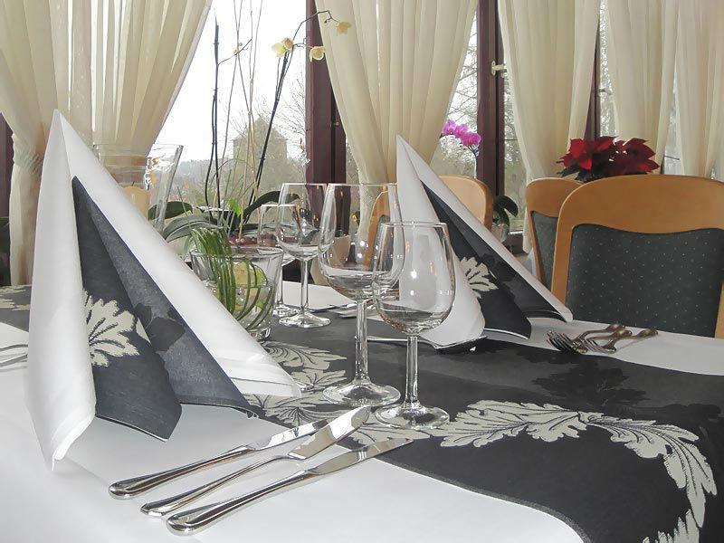 Beispiel: Tischgedeck, Foto: Hotel Restaurant Diegner.