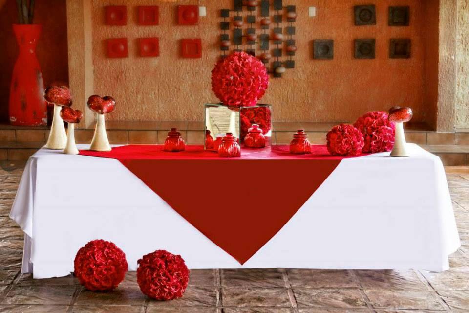 RENTA CUBRMANTEL ROJO RENTA MANTEL TABLON BLANCO Mantel para tablón en tergal blanco & cubre mantel en tergal rojo