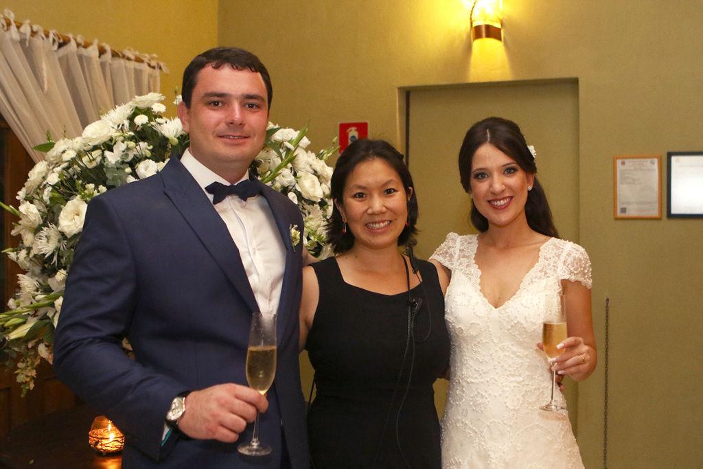 A assessora Mariana da Maêga cuida de todos os detalhes do casamento para que os noivos aproveitem muito a festa.