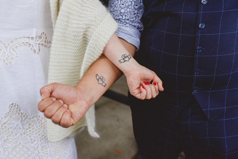Gli sposi si tatuano - foto di L&V Photography