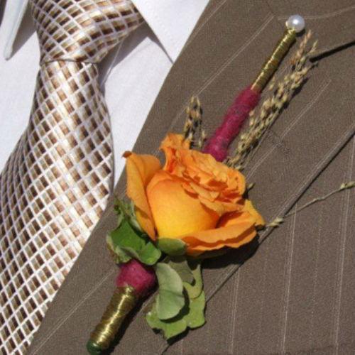 Beispiel: Blumenanstecker, Foto: Blumen Beilner.