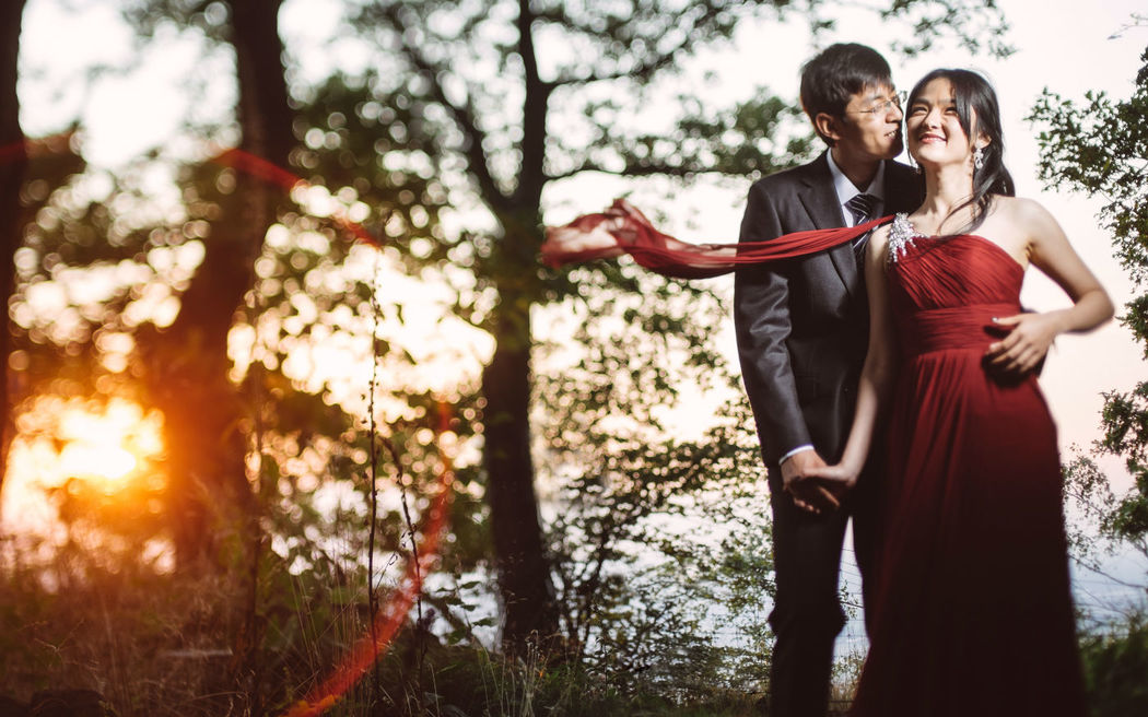 Beispiel: Fotos vom Brautpaar, Foto: Robin Schimko Photography.