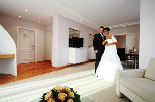 Beispiel: Hochzeitssuite, Foto: Schlosshotel Bad Wilhelmshöhe.