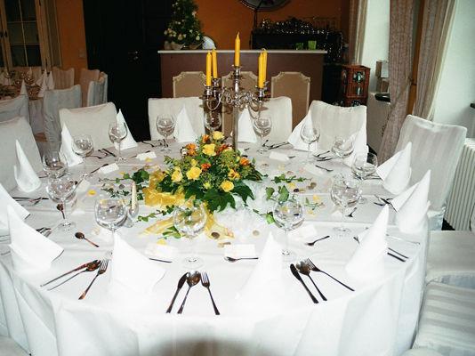 Beispiel: Hochzeitsgedeck, Foto: Schloss Bredenfelde.