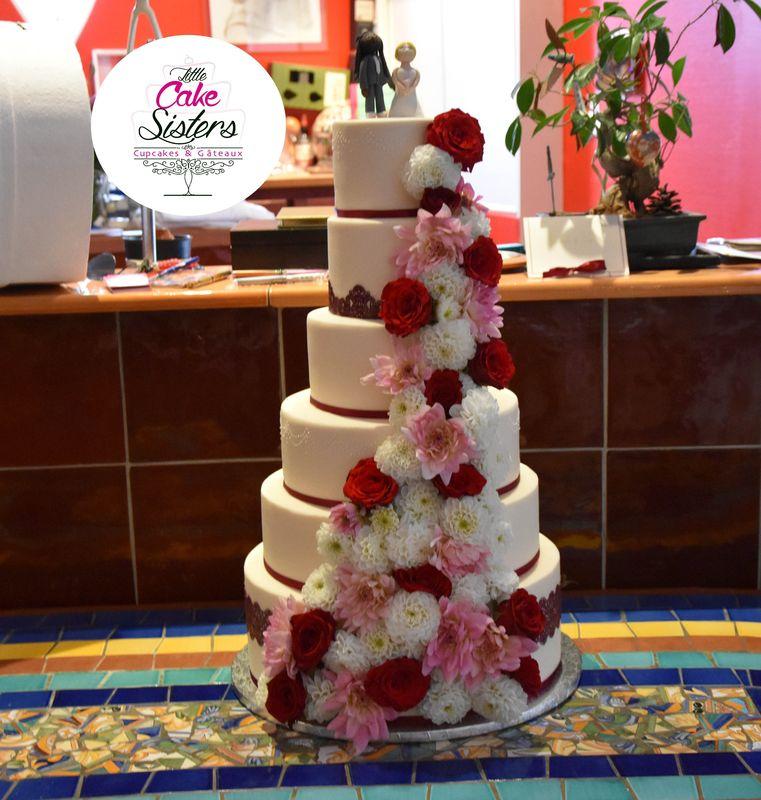 wedding cake cascade de fleurs fraîches