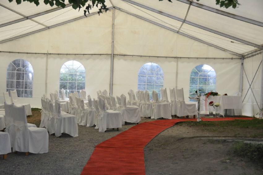 Beispiel: Trauung im Festzelt, Foto: Schloss Sargans.