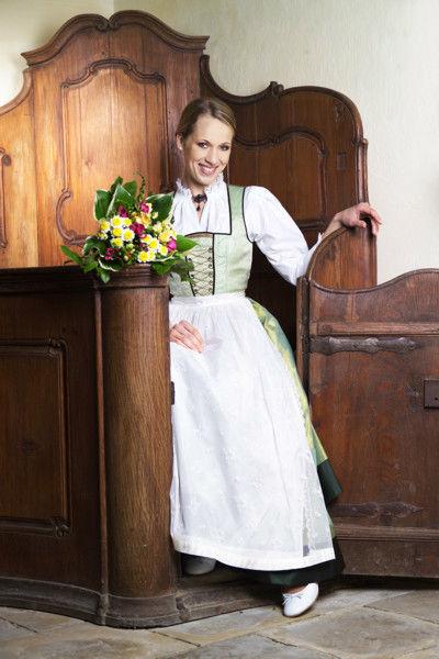 Beispiel: Hochzeitsdirndl, Foto: Tostmann Trachten.