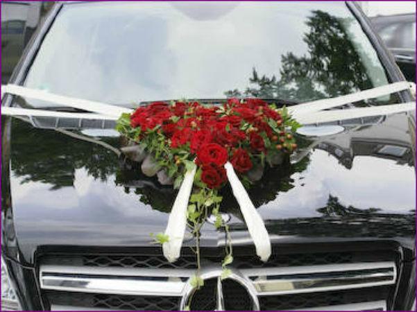 Beispiel: Autodekoration, Foto: Love & Flowers.