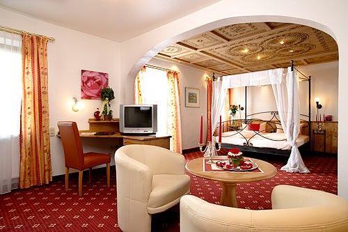 Beispiel: Romantikzimmer, Foto: AKZENT Hotel Alte Linde Wieling.