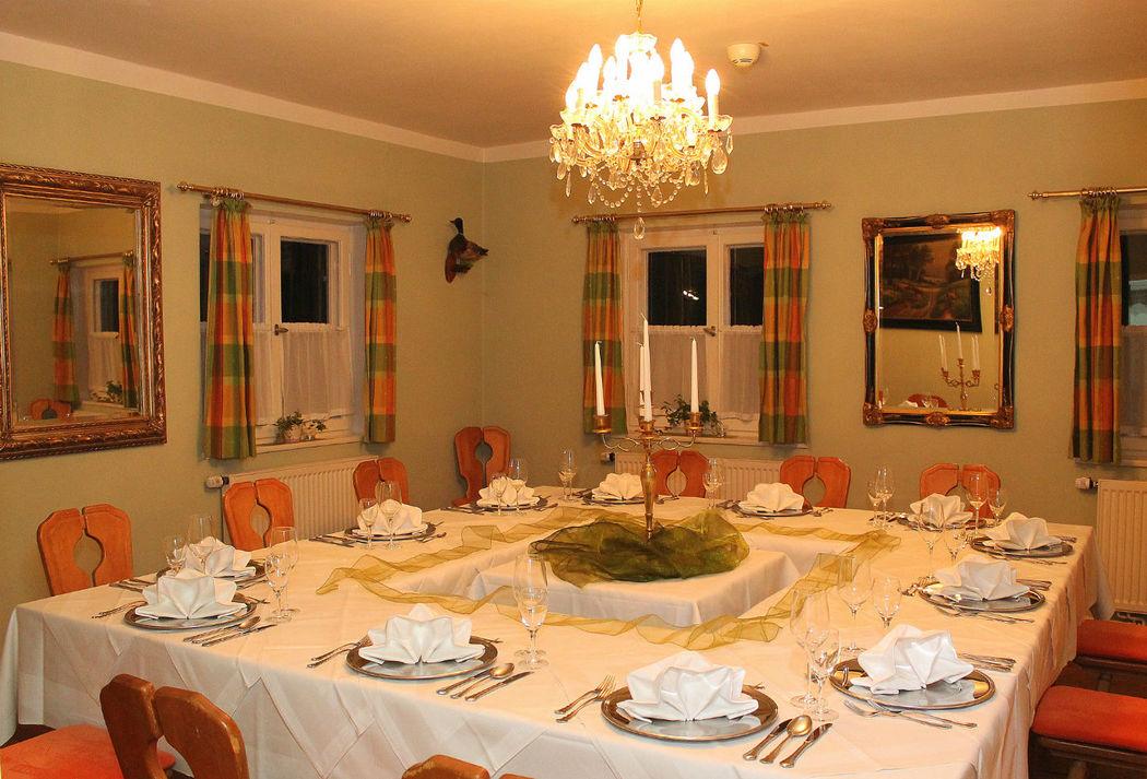 Für große Anlässe im kleinen Rahmen. Das Grüne Zimmer befindet sich im 1.OG und bietet für 16 Personen Platz.
