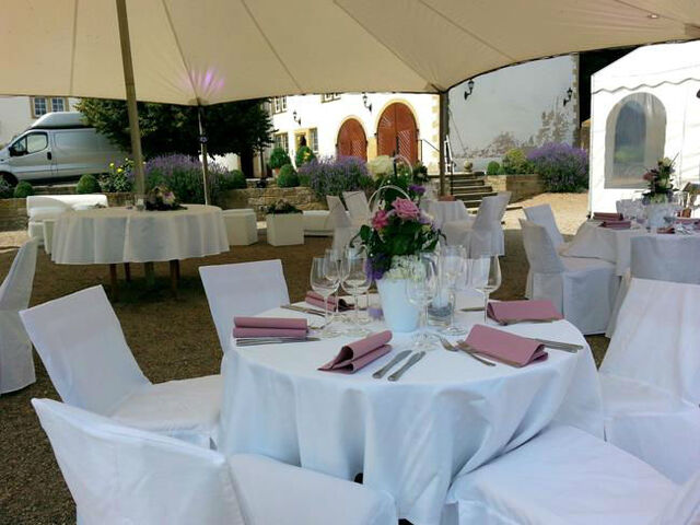 Beispiel: Open-Air Hochzeits-Bankett, Foto: Butterfly Dreams.