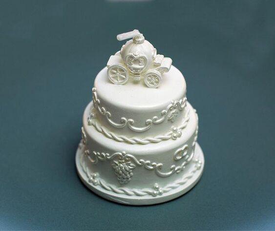 Vela en forma de torta de novios