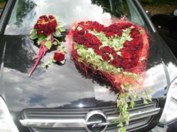 Beispiel: Autodekoration, Foto: Flower & More.