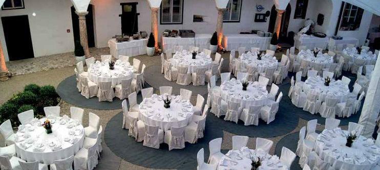 Beispiel: Schlosshof, Foto: Seeschloss Ort.