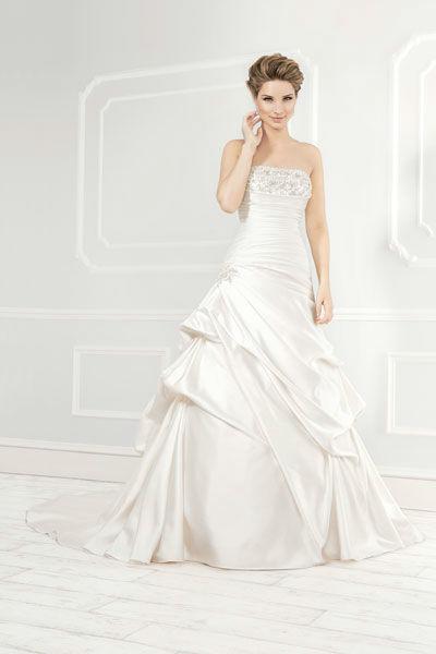 Beispiel: Trägerloses Brautkleid, Foto: Mery's Couture Aarau.