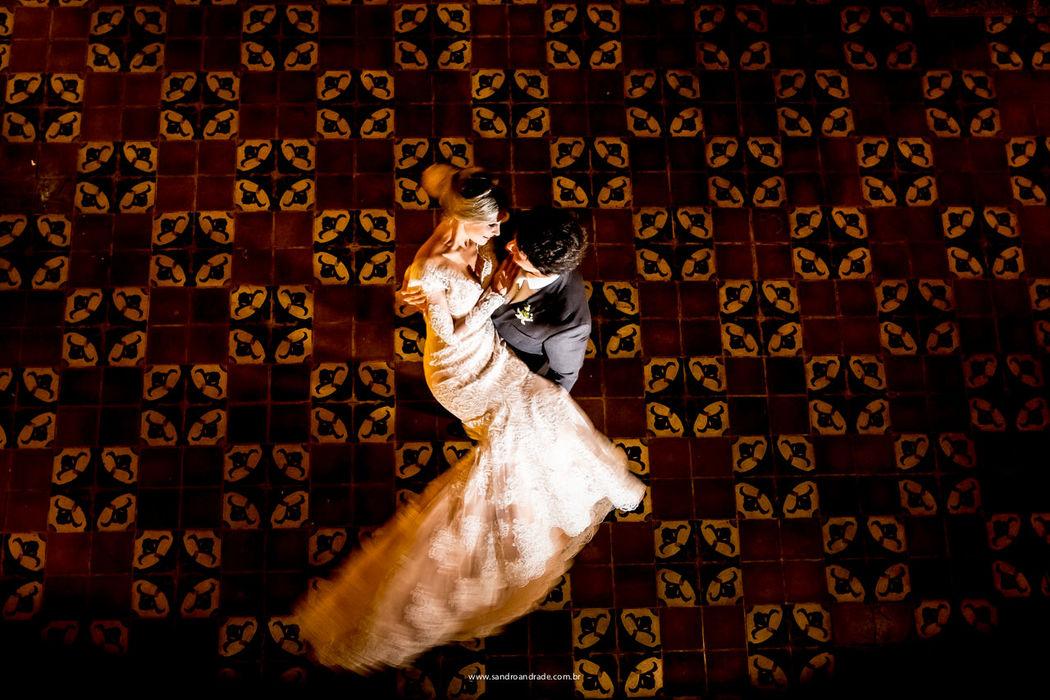 Casamento em Pirenópolis-GO. O querido casal Larissa e Murilo, momento de descontração durante as fotos. Sandro Andrade Fotografia