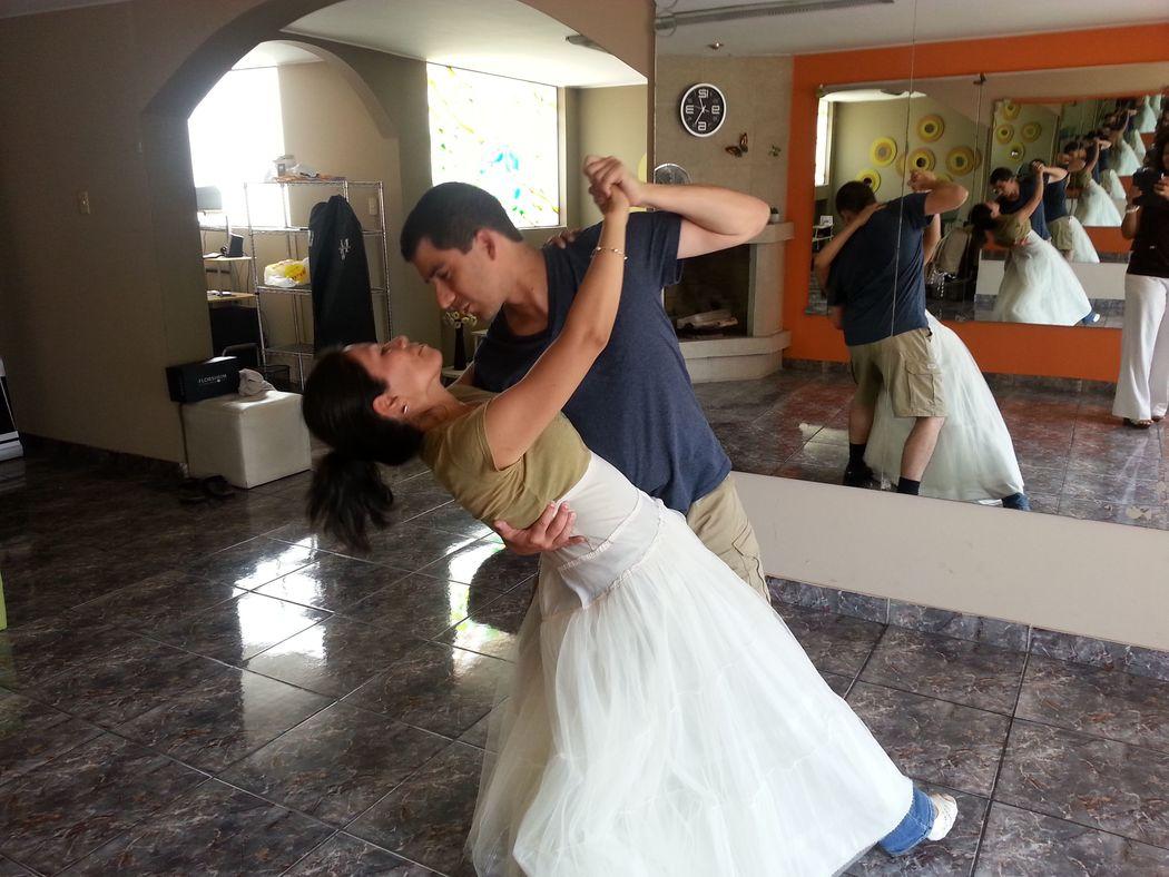 Ericka & José...logrando su sueño Bailar!