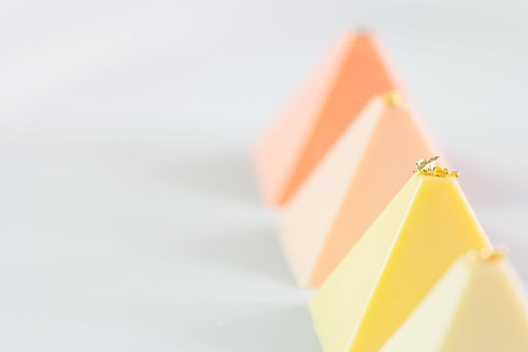 Pirâmides de Maracujá com Caramelo de Framboesa.