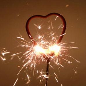 Beispiel: Wunderkerzen in Herzform, Foto: Sweet Wedding Gastgeschenke.