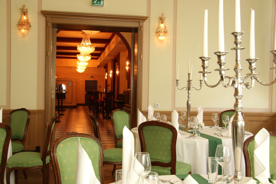 Grüner Salon mit Blick in die Champagner Bar