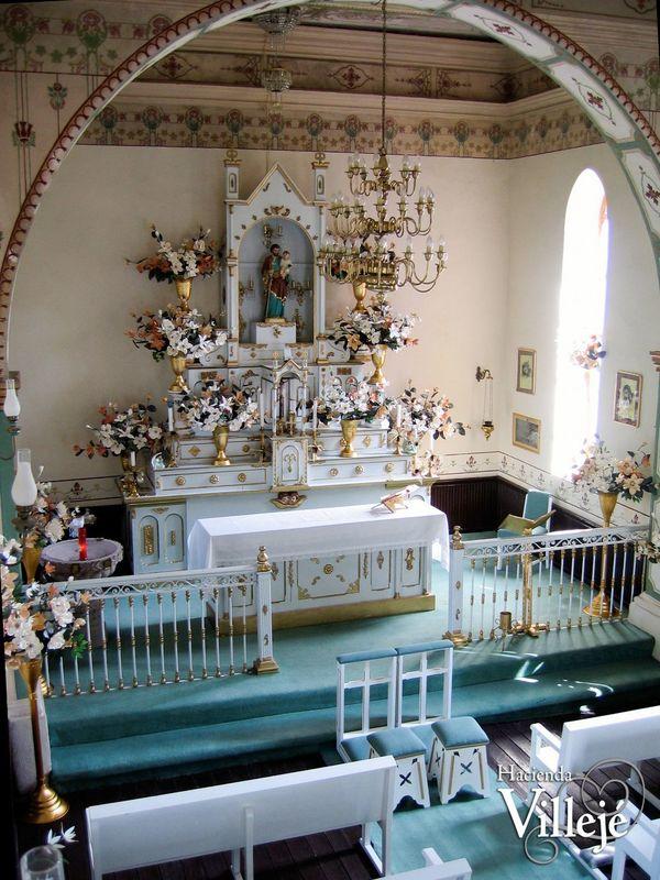 Capilla consagrada del siglo XVII dedicada a San José.
