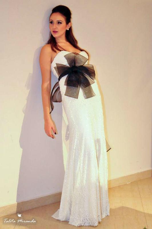 Vestido em paetê fosco para uma noiva moderna e descolada, Laço Vera Wang.