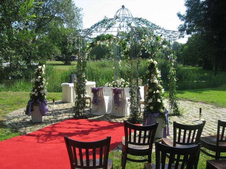 Beispiel: Romantischer Traupavillon, Foto: Schloss Diedersdorf.